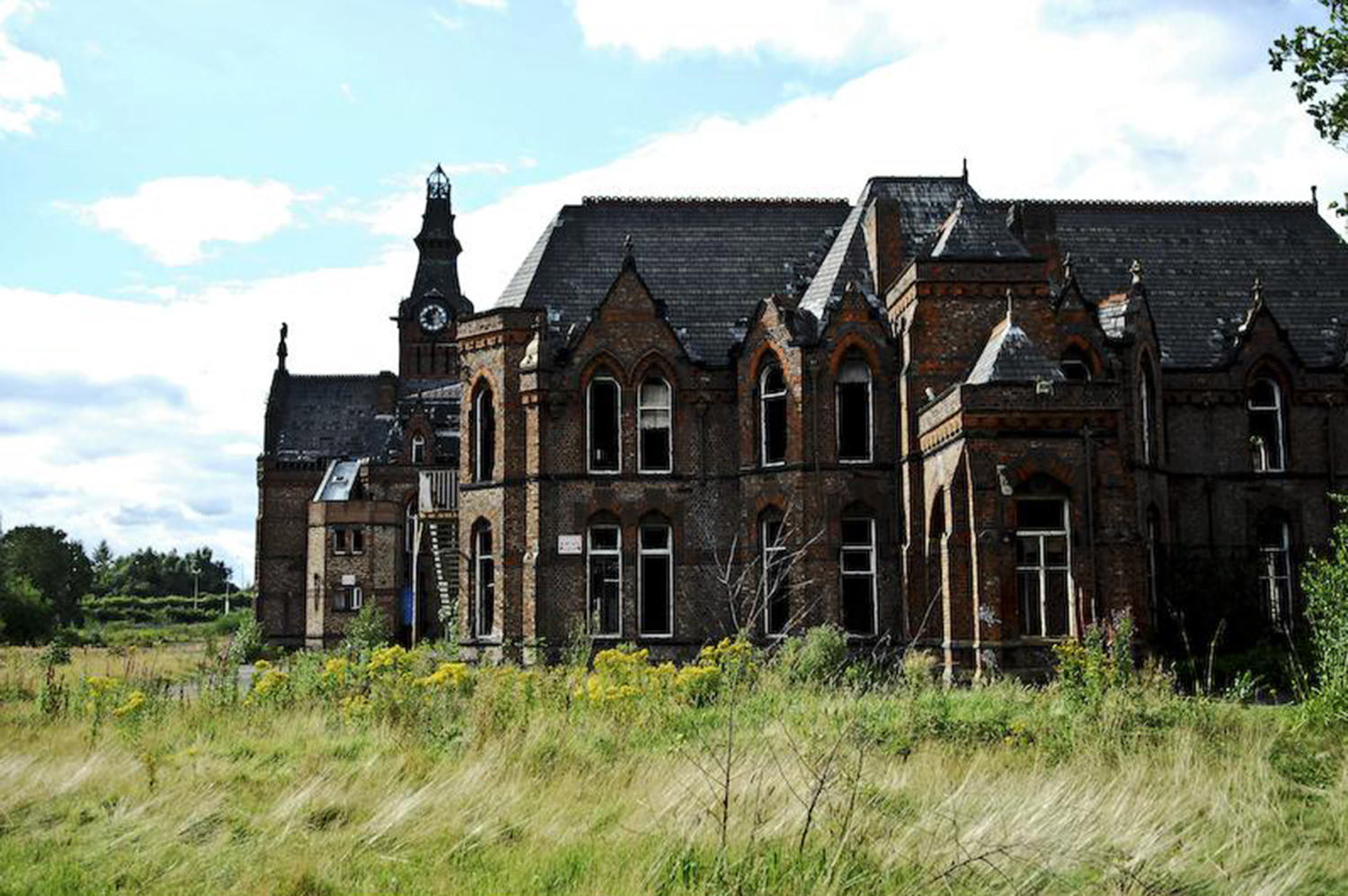 Abandoned Mansions Around The World With Mysteries Behind